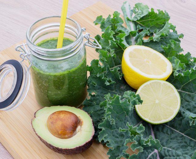 Suco verde de abacate