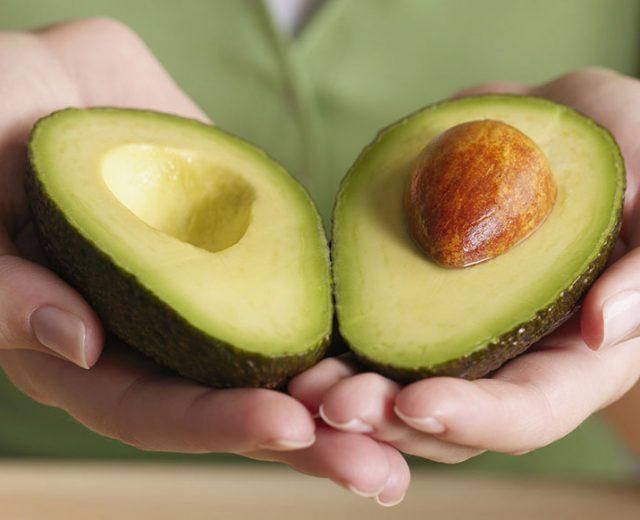 Benefícios do abacate ajudam a manter a saúde do coração