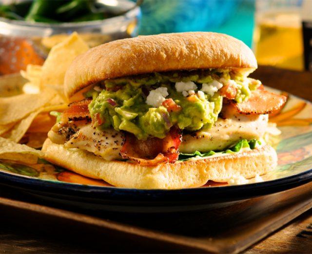 Hambúrguer de Frango com Guacamole