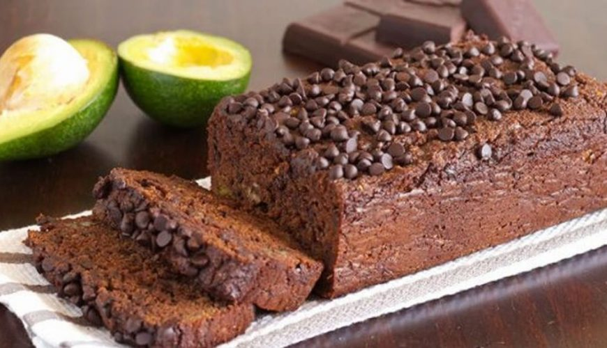 Bolo de abacate low carb com chocolate