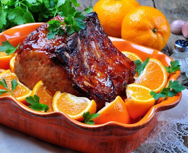 Bisteca assada ao molho de laranja