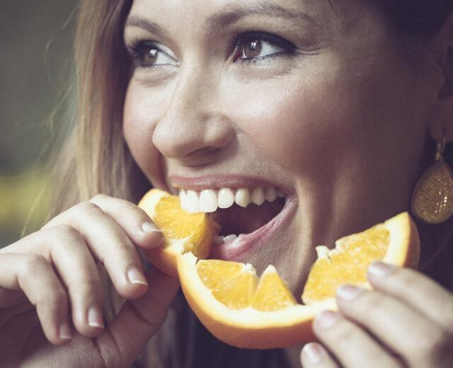 Laranja contribui para a saúde bucal